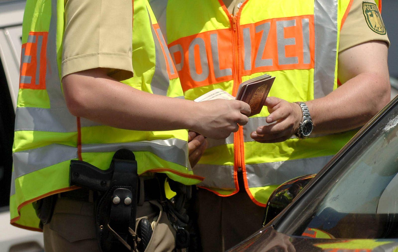 NICHT VERWENDEN Auslaender / Passkontrolle
