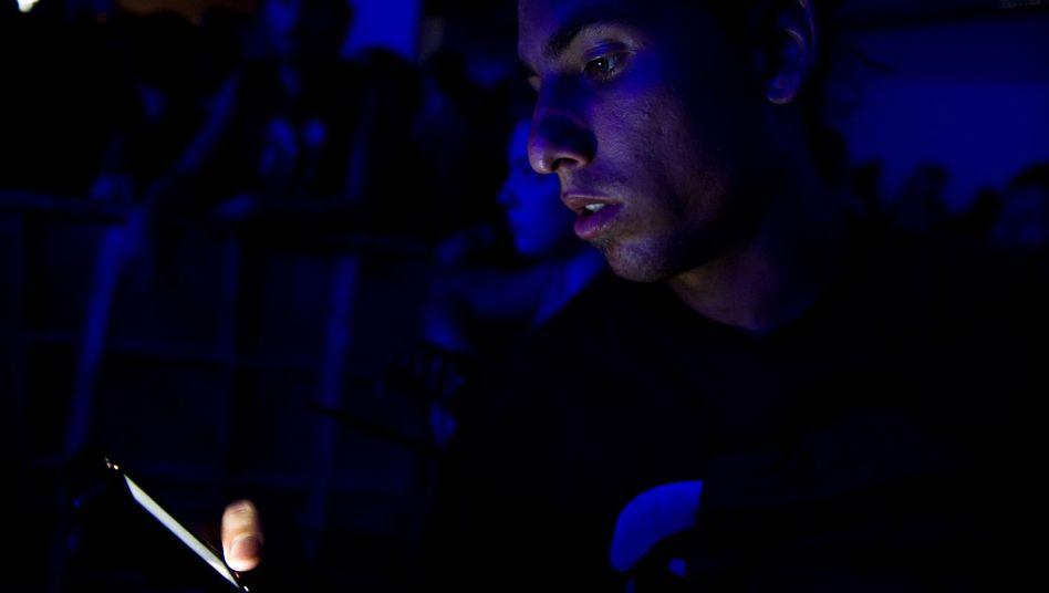 Konzertbesucher mit seinem Smartphone: Bald auch im Theater?