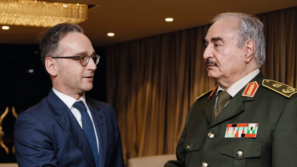 German Foreign Minister Heiko Maas (left) and General Khalifa Hifter in Benghazi