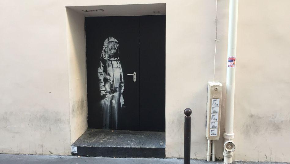 Tür mit Street-Art am Bataclan in Paris (Archiv)