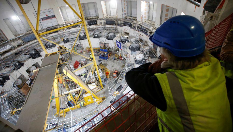 Blick von oben auf die Baustelle des International Thermonuclear Experimental Reactor (ITER): 2025 soll die Maschine starten.