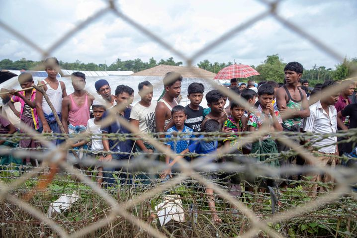 Fast eine Million muslimische Rohingya flohen vor Vertreibungen in Myanmar