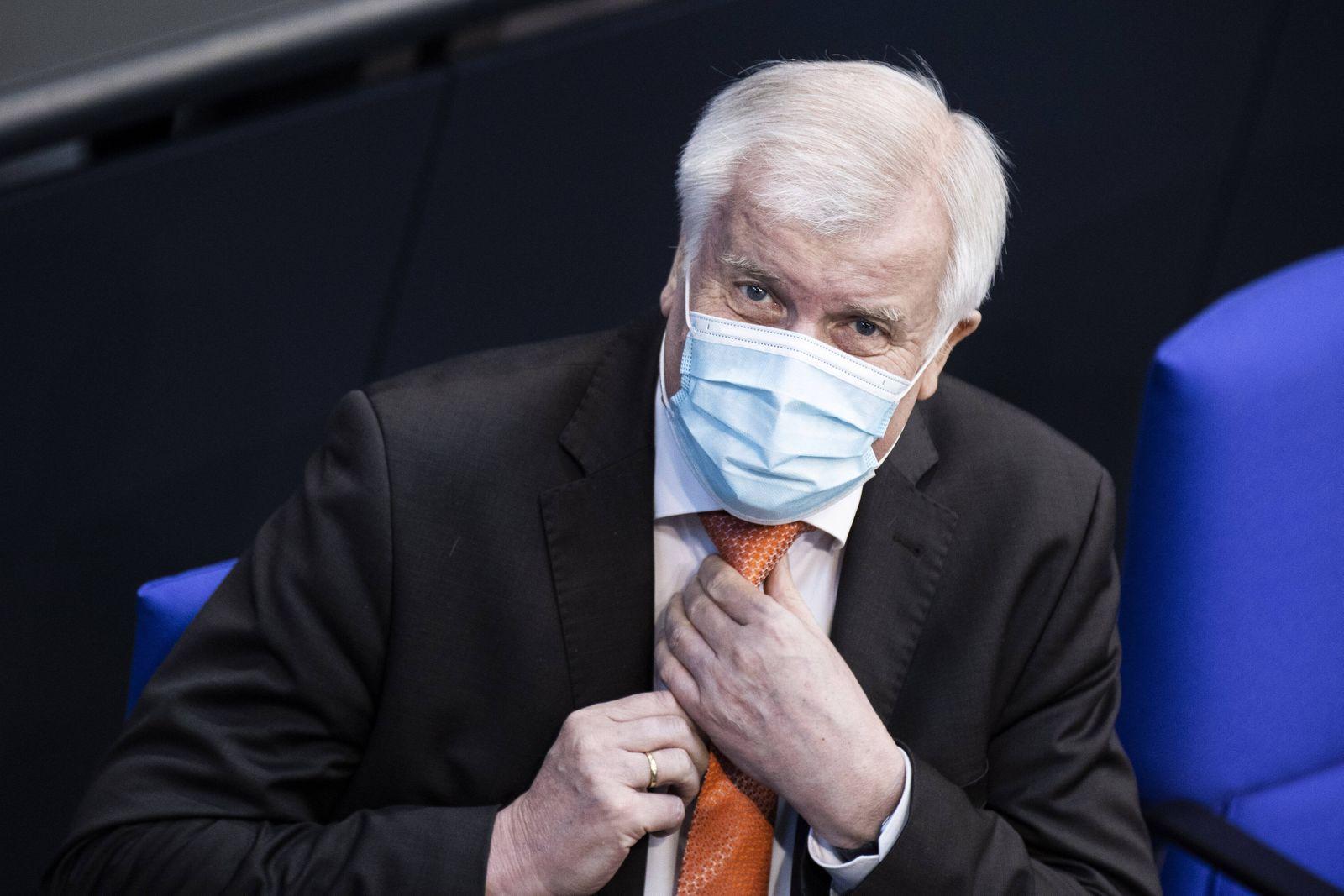 Horst Seehofer, Bundesinnenminister, aufgenommen im Rahmen einer Sitzung mit einer Regierungserklaerung im Deutschen Bu