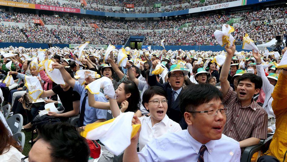 Stadion im südkoreanischen Taejon: Tausende freuen sich auf den Papst