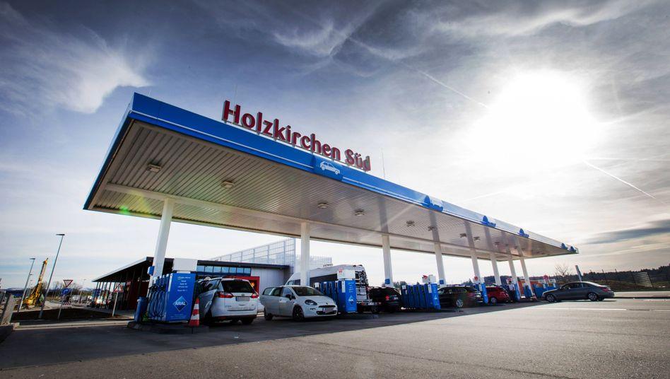 Tankstelle an der Autobahn A8 Richtung Salzburg (Archiv)