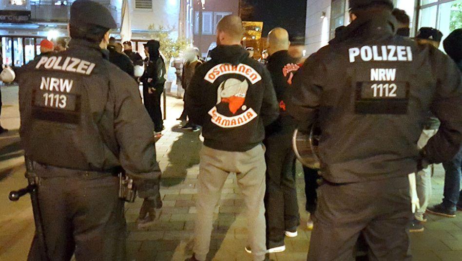 Osmanen-Anhänger, Polizisten
