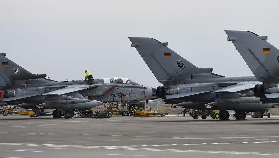 """Wartung eines deutschen """"Tornado"""" in Incirlik"""