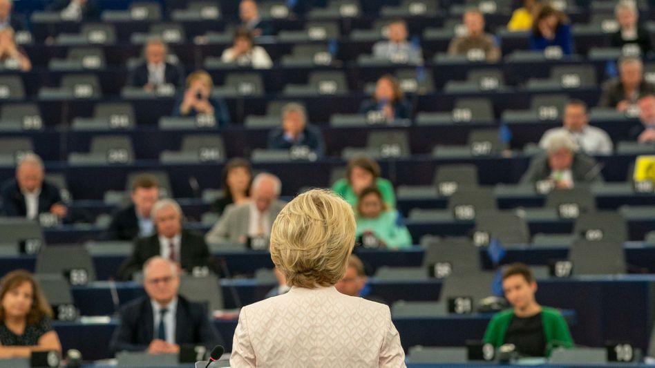 Kommissionspräsidentin von der Leyen vor dem EU-Parlament in Straßburg