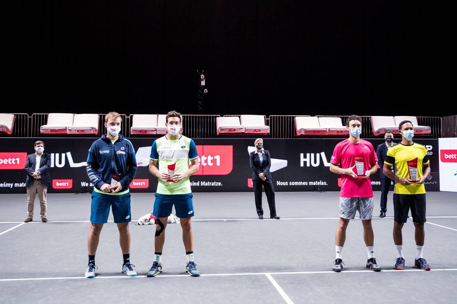 bett1HULKS Championship - ATP, Tennis Herren 250; Koeln, 25.10.2020 Gruppenfoto bei der Siegerehrung. Im Hintergrund: C