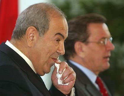 Ijad Alawi, Kanzler Schröder (bei einer Pressekonferenz): Wer hat auf Iraks Premier einen Mordanschlag geplant?