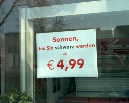 Sonnenstudio-Werbung: Gegen Schuppenflechte und Knochenbrüche