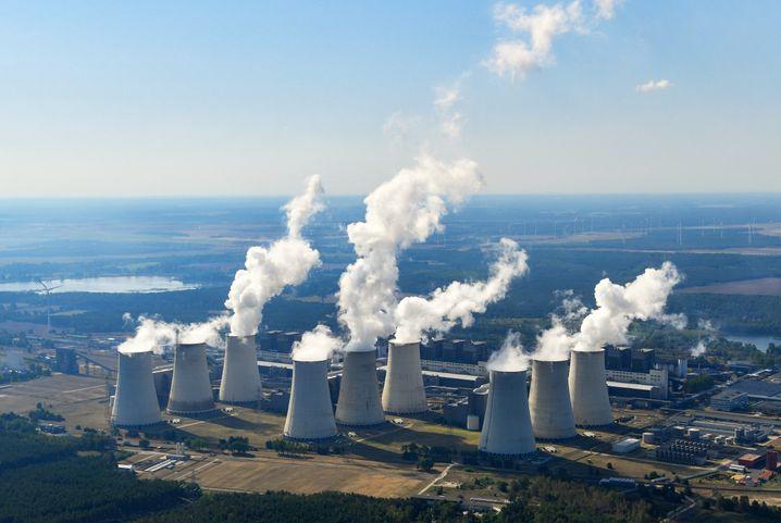 Braunkohlekraftwerk in der Lausitz: CO2-Ausstoß soll teurer werden