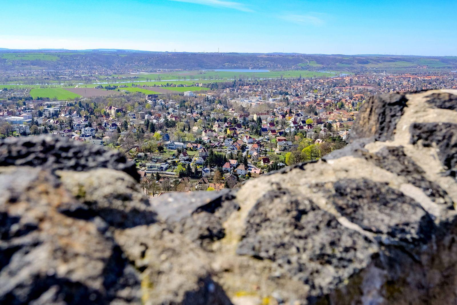 Blick vom Bismarckturm nach Radebeul Sachsen am 01 04 2019 Radebeul *** View from Bismarck Tower to