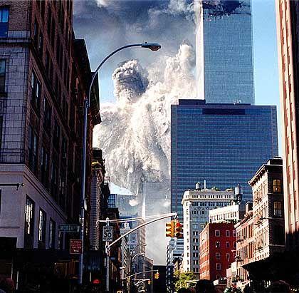 Der Südturm des World Trade Centers kollabiert.