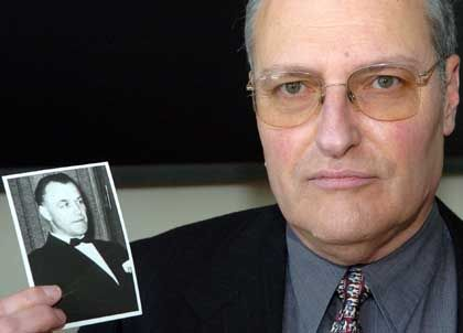 The director of the Simon Wiesenthal Centers, Efraim Zuroff, has upped the reward for information leading to the capture of Nazi war criminals.
