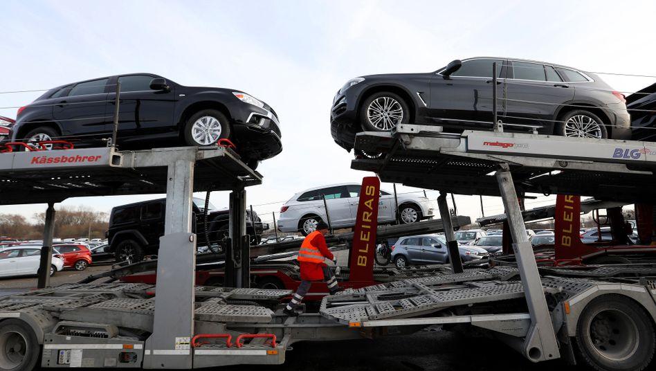 Deutsche Autos für den Export in Bremerhaven