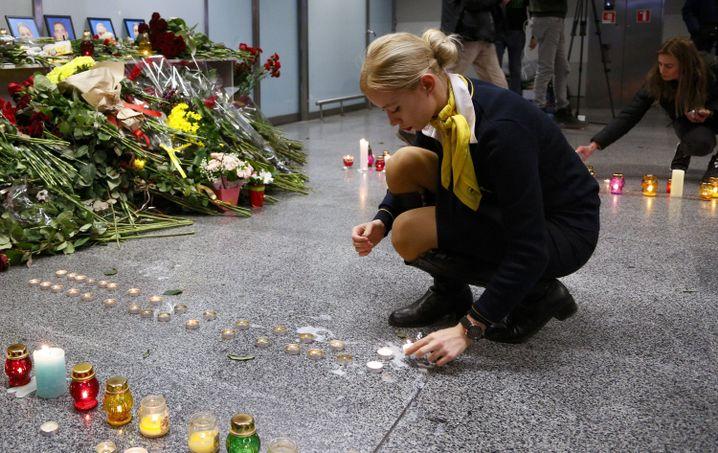 Gedenken am Flughafen Kiew: Teheran sprach zunächst von technischem Versagen