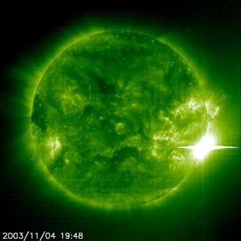 """""""Soho""""-Aufnahme der jüngsten Sonneneruption: Eine """"X-irgendwas""""-Fackel"""