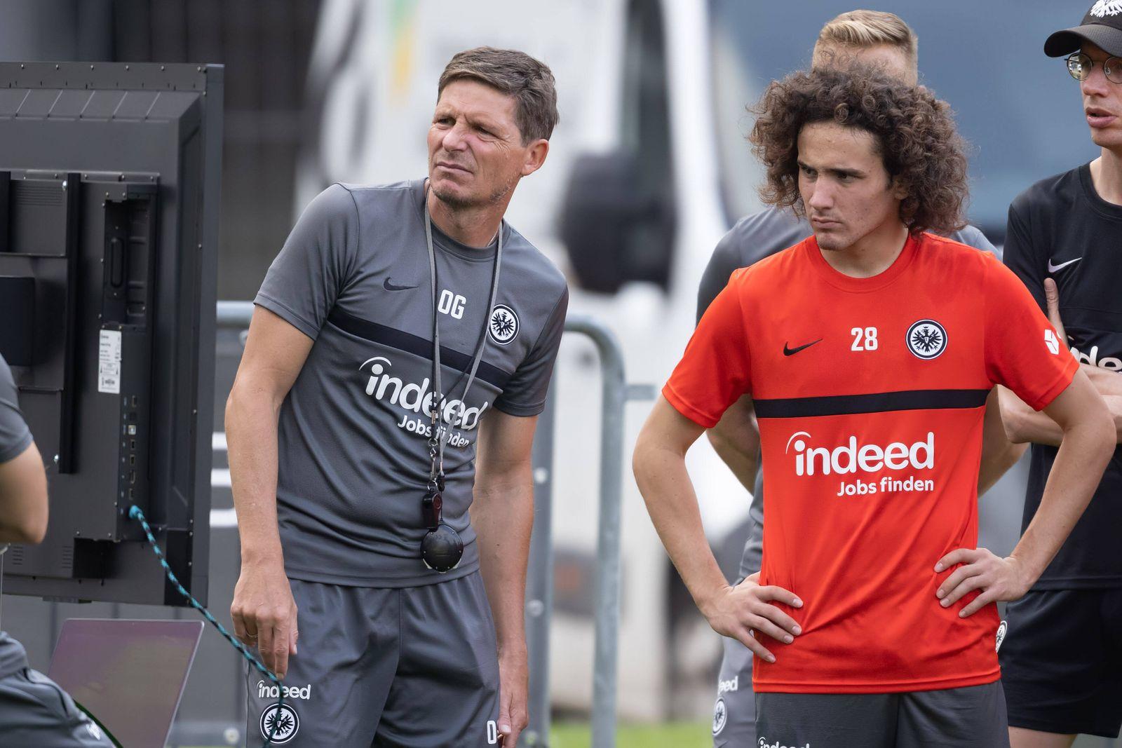 Training Eintracht Frankfurt Video-Analyse mit Trainer Oliver Glasner (Eintracht Frankfurt) und Fabio Blanco Gomez (Ein