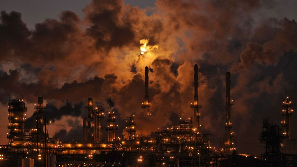 Oil refineries like this one in Edmonton, Canada have contributed to rising greenhouse gas emissions in the country.