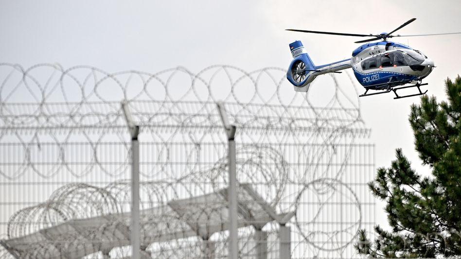Helikopter mit Drach in Köln-Ossendorf: Überführung aus Amsterdam