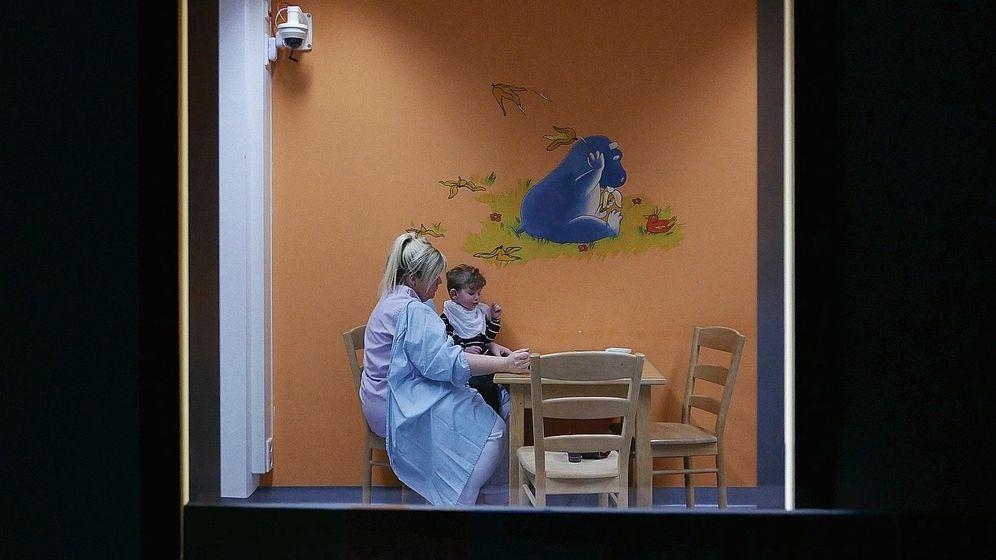 """Szene aus dem Film """"Elternschule"""":""""Bedauern Sie das kranke Kind nicht"""""""