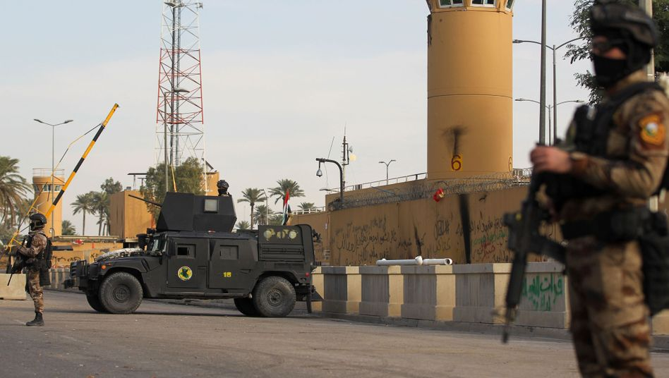 Sicherheitskräfte vor der US-Botschaft in Bagdad