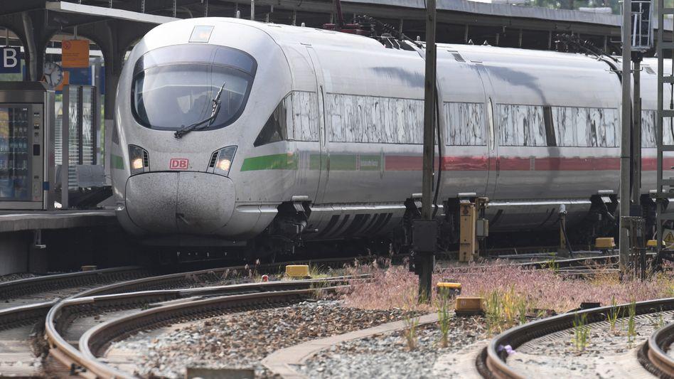ICE am Bahnhof Stralsund: So viel Minus wie noch nie