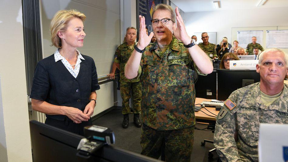 Ursula von der Leyen, Generalleutnant Jürgen Knappe