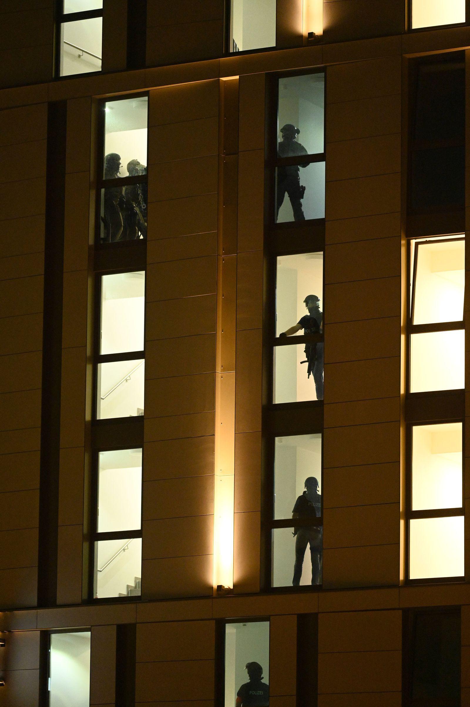 Großeinsatz der Polizei in Düsseldorfer Hotel