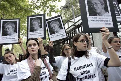 Reporter ohne Grenzen: Demonstration in Paris für die getötete russische Journalistin Anna Politkowskaja