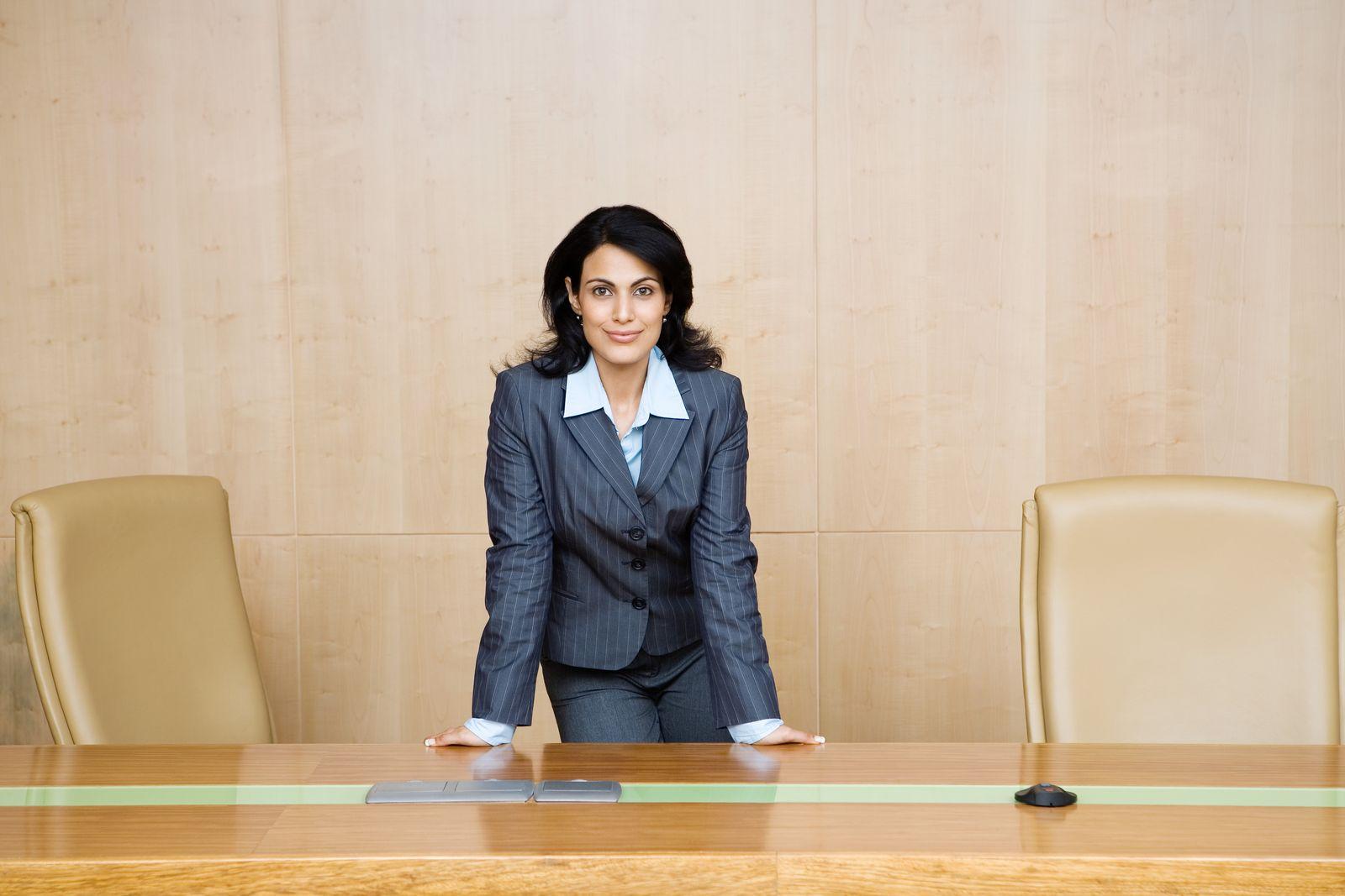 NICHT MEHR VERWENDEN! - Symbolbild Managerin / Geschäftsfrau / Chefin