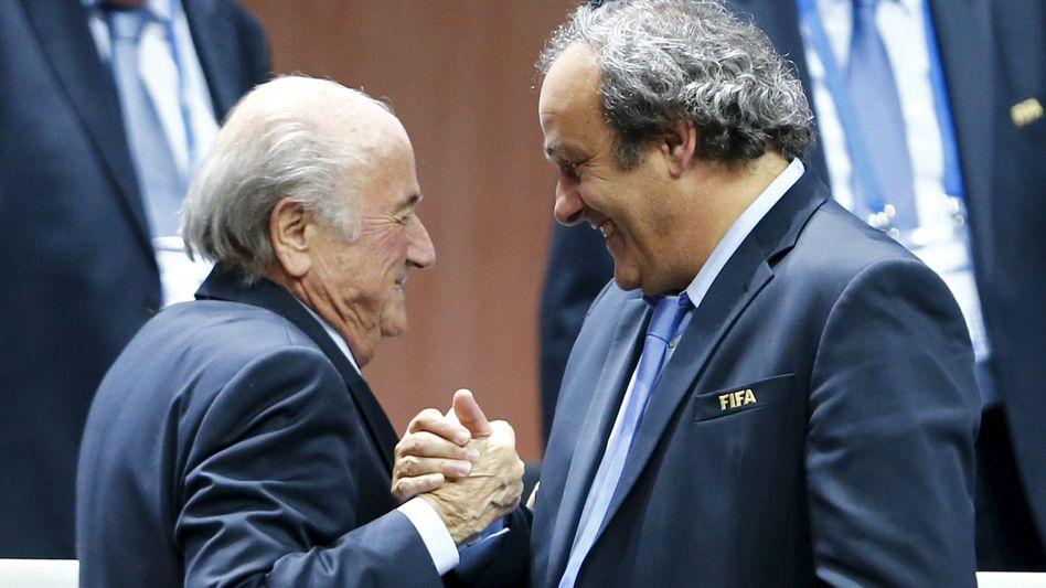"""Suspendierte Funktionäre Blatter, Platini: """"Ein ehrlicher Mann"""""""