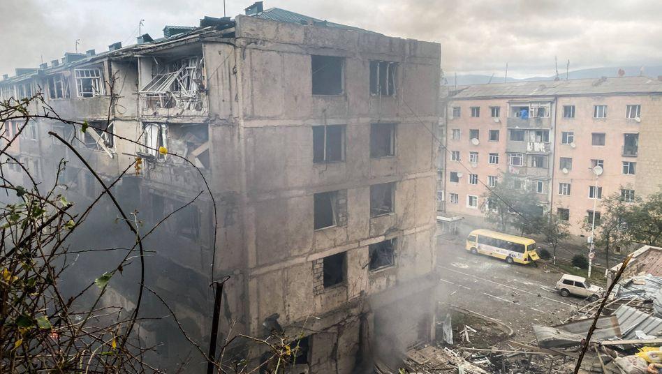 Zerstörte Gebäude in Stepanakert