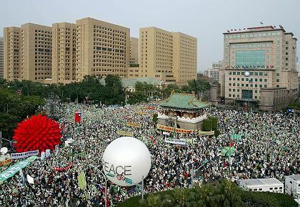 Demo in Taipeh: Zehntausende Taiwaner kamen zur Anti-Anschluss-Demo