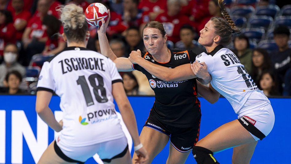 Mia Zschocke, die Niederländerin Lois Abbingh und Alicia Stolle (von links)