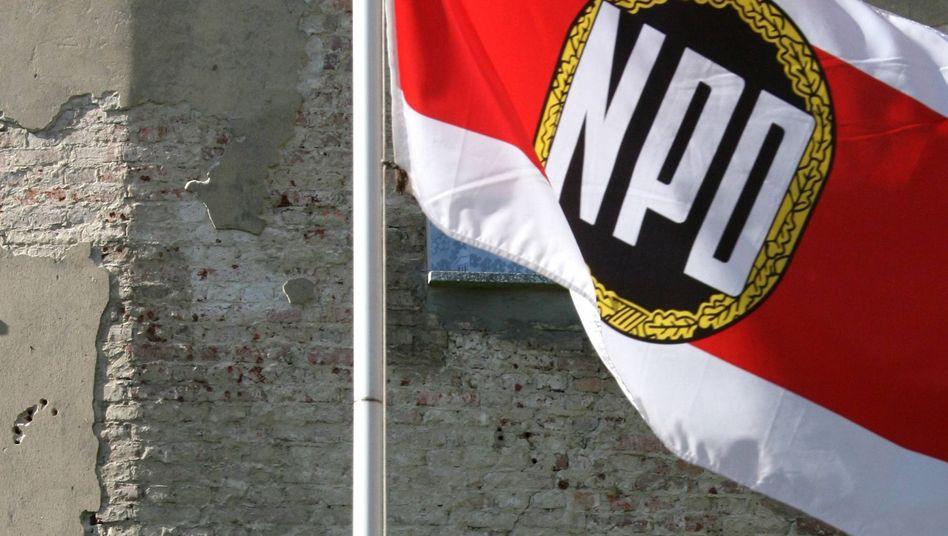 NPD-Flagge: Mehr Parteimitglieder in Sachsen-Anhalt
