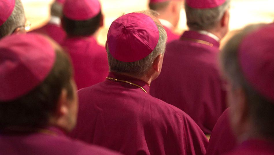 Mitglieder der Bischofskonferenz: Missbrauchsstudie neu ausgeschrieben