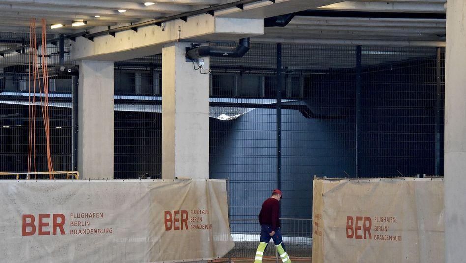 Baustelle im Terminal des Flughafens BER