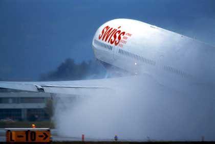 """Swiss-Flugzeug in Zürich: """"Es geht um das nackte Überleben des Regionalteiles"""""""
