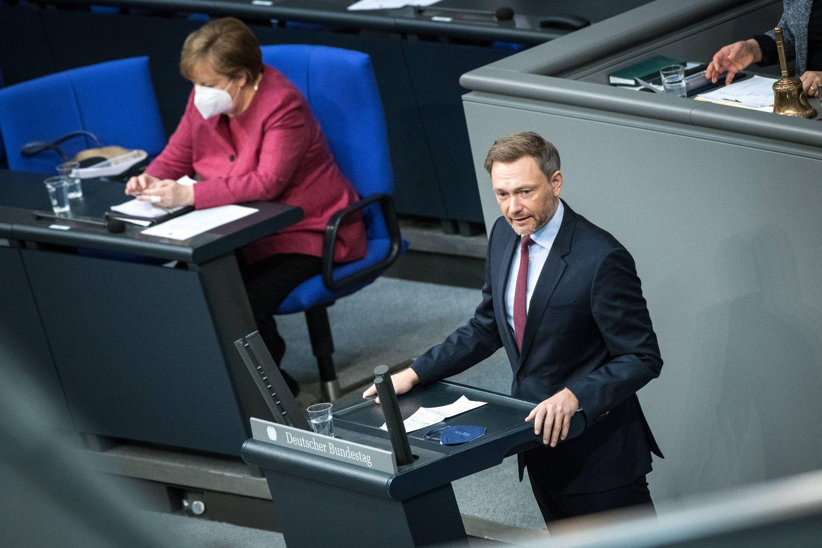 Bundeskanzlerin Angela Merkel (CDU) und der Bundesvorsitzende der FDP, Christian Lindner, am 16. April 2021 im Bundestag