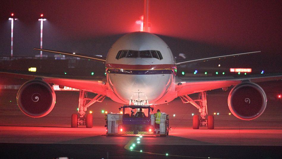Chartermaschine am Frankfurter Flughafen