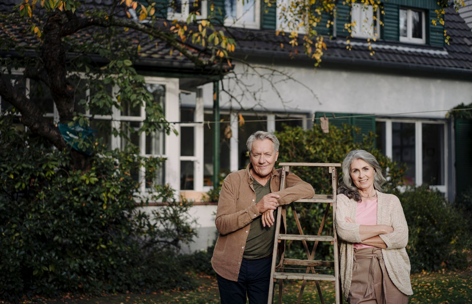 Portrait of senior couple with a ladder in garden of their home model released Symbolfoto property released PUBLICATIONx