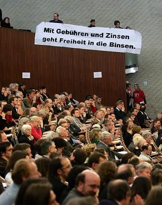 Studenten in Hamburg: Bildung ist nach der Einführung von Studiengebühren deutlich teurer geworden