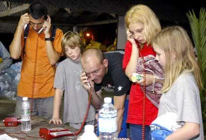 Lebensretter Telefon: Ein Anruf zu Hause ist eine Erlösung für bangende Angehörige