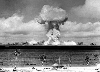 Atombombentest in der Lagune des Bikini-Atolls 1946
