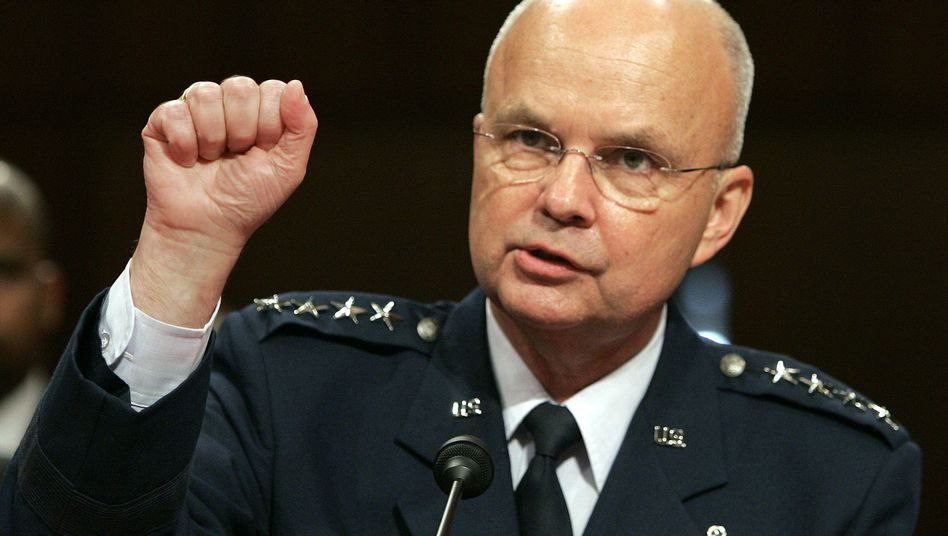 Air-Force-General Michael Hayden (Archivbild): Geheimdienstchef unter George W. Bush