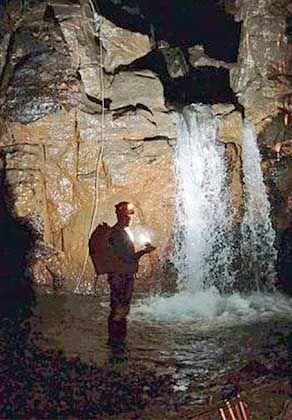 Britischer Taucher in der Alpazat-Höhle: Reines Forschungsprojekt
