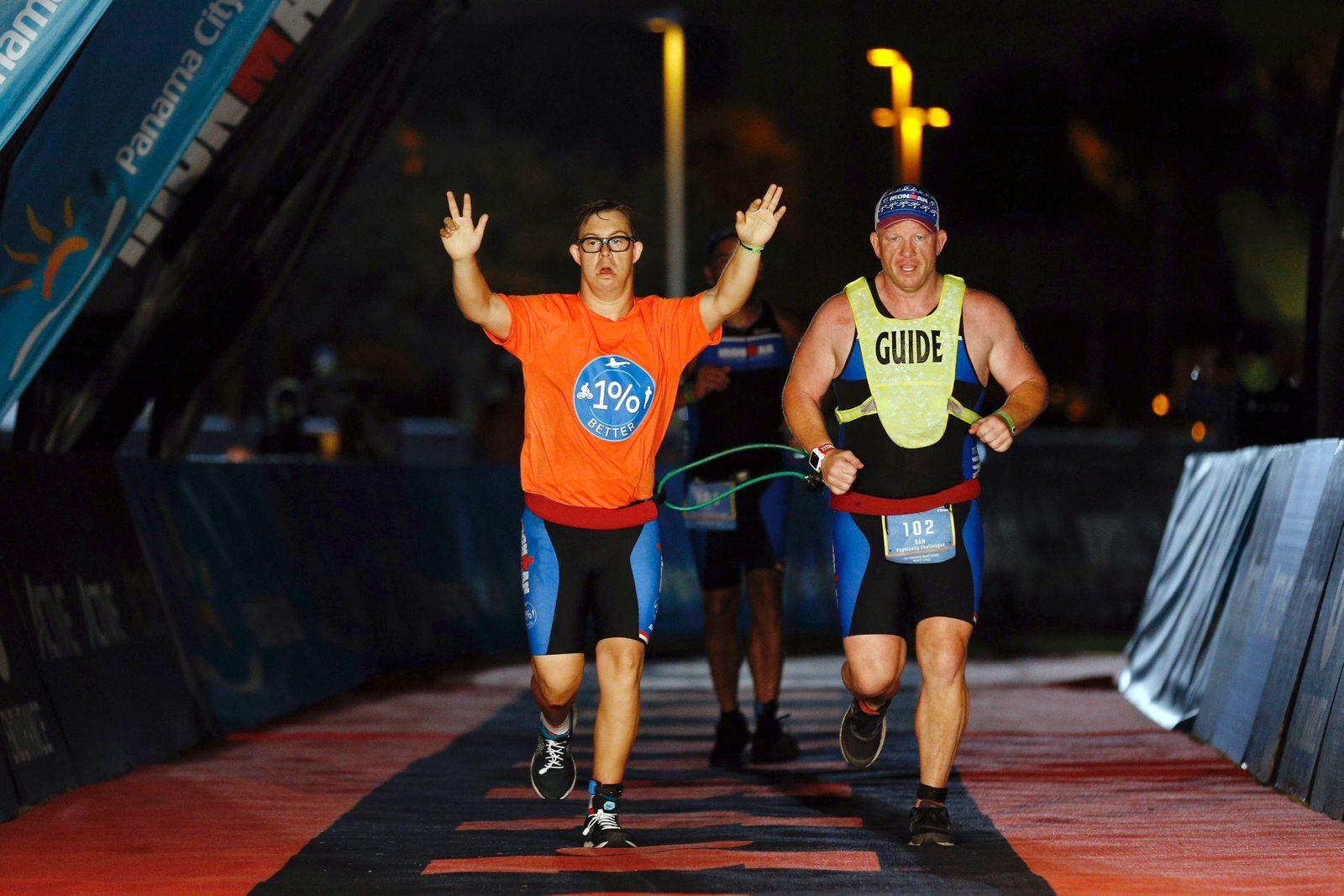 Chris Nikic: Ironman geschafft mit Down-Syndrom