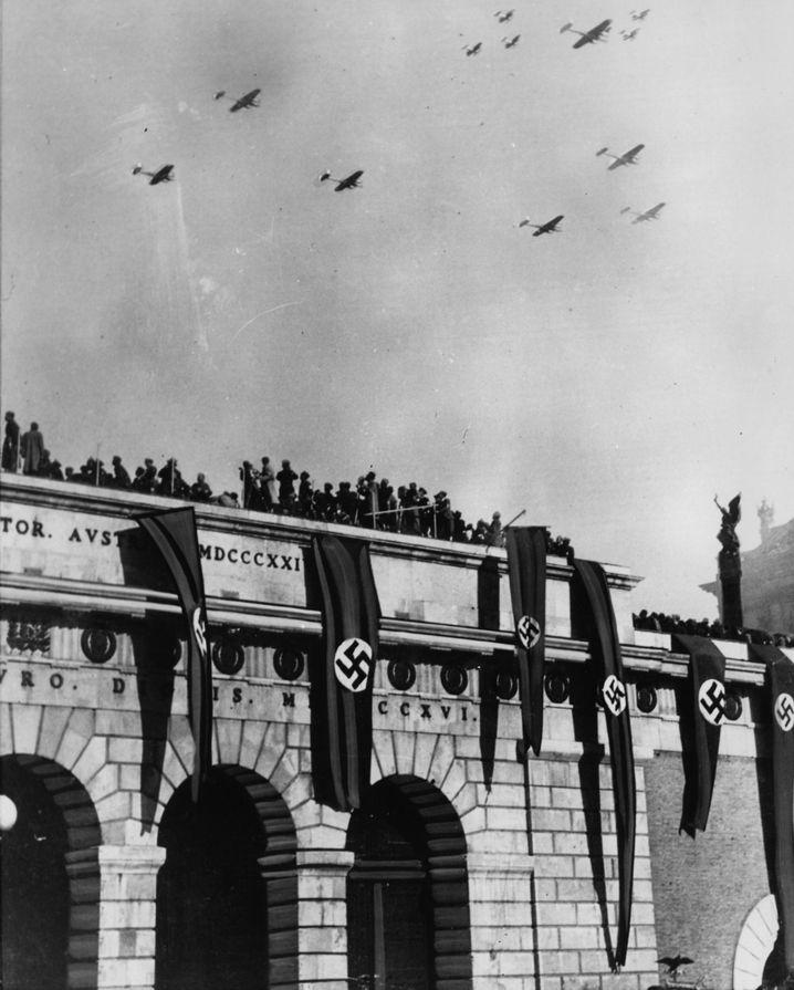 Kampfflugzeuge über Wien (1938)